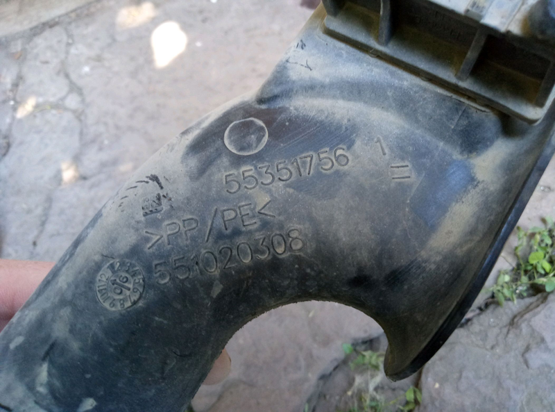 Воздухозаборник 55351756 Opel Astra H 1.6 бензин z16xep xer