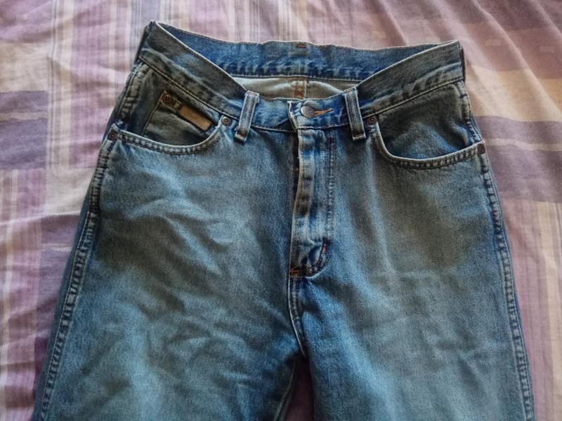 Голубые джинсы на высокой посадке - Фото 3