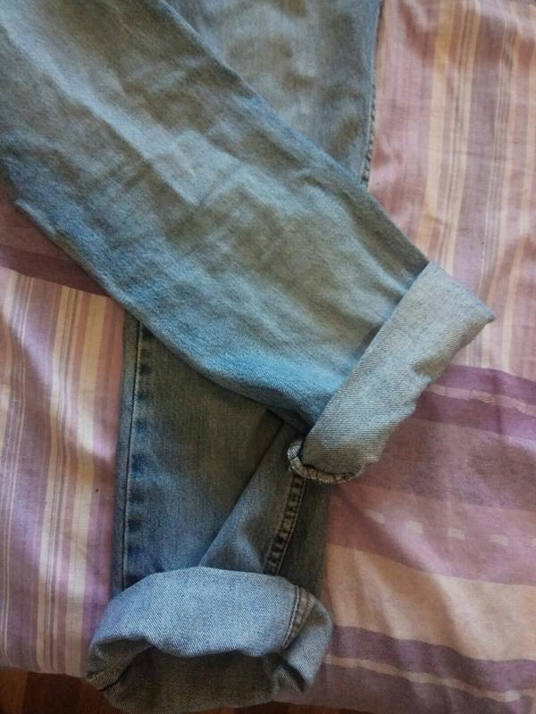 Голубые джинсы на высокой посадке - Фото 5