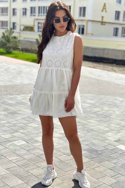 Летнее женское платье с вышивкой ришелье