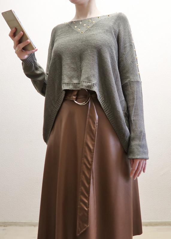Новый асимметричный свитер оверсайз со спущенной линией плеча ...