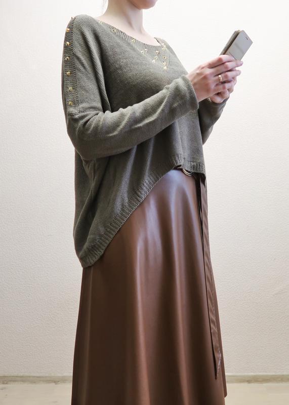 Новый асимметричный свитер оверсайз со спущенной линией плеча ... - Фото 2