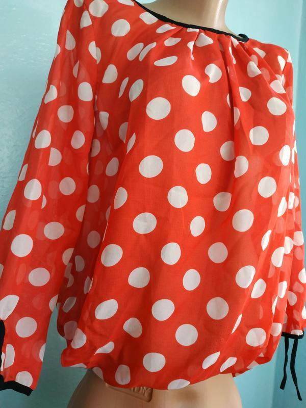 Очень нарядная, яркая блуза в горох, горошек, красная, стильная