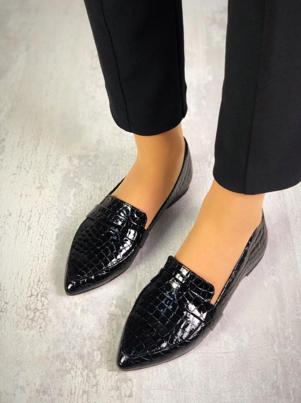 Невероятные кожаные туфли балетки лоферы с острым носком