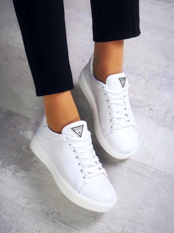 Базовые кожаные кроссовки кеды в стиле известного бренда