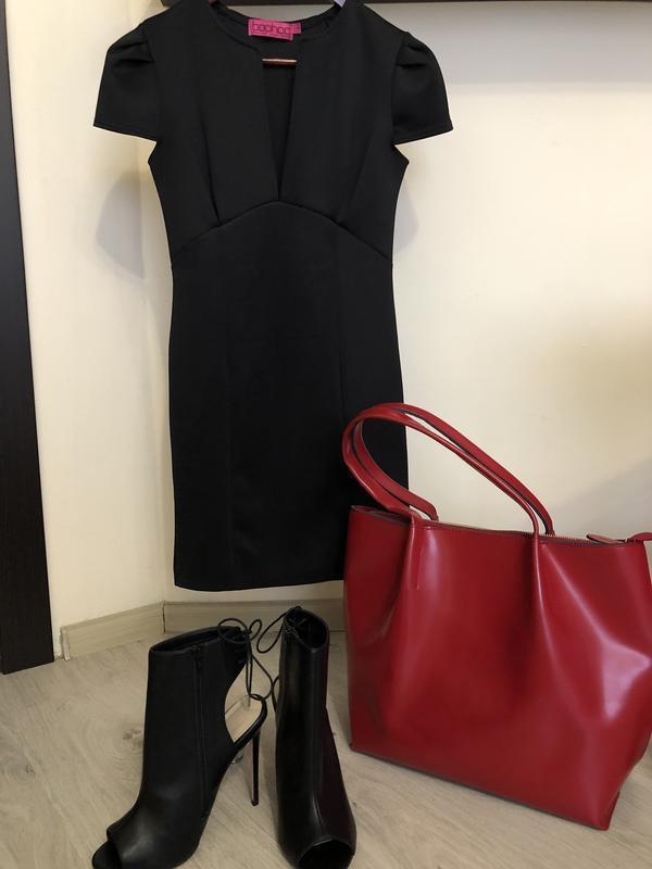 Платье с очень красивым вырезом. маленькое черное платье р. 42-44