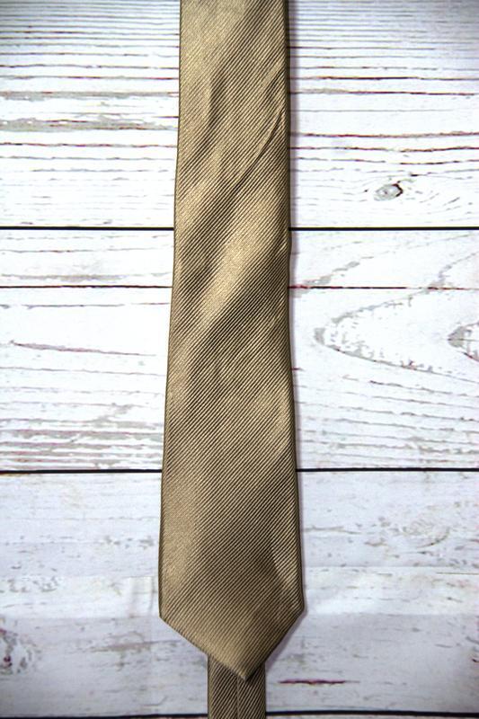 Шёлковый галстук золотистого цвета
