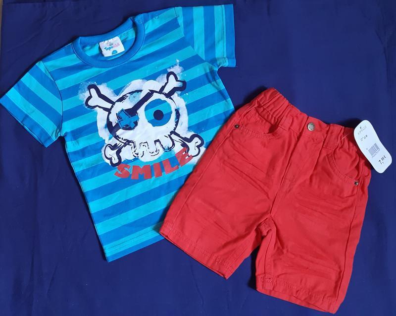Комплект красные шорты и голубая в полоску футболка