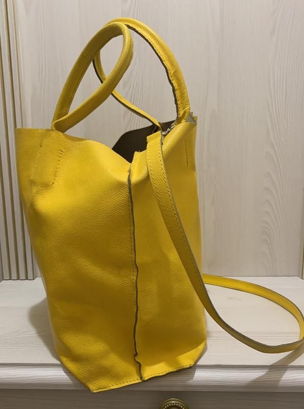 Яркая желтая сумка шоппер  из натуральной кожи - Фото 3