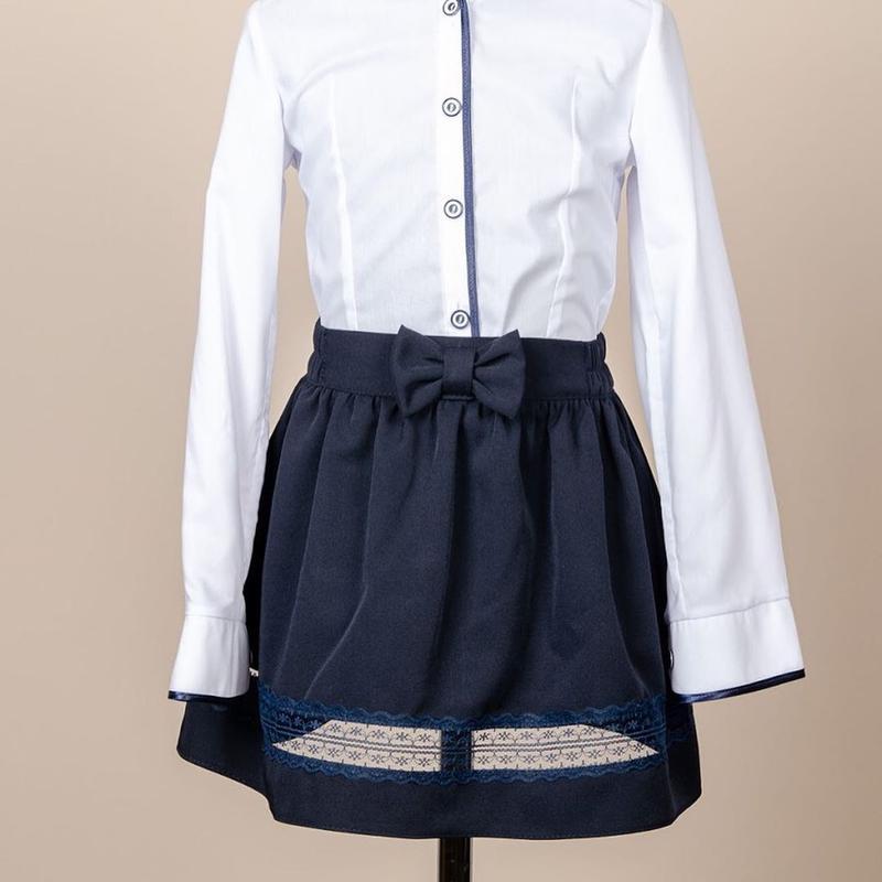 Школьный костюм для девочки двойка - пиджак и юбка, синий с гипюр - Фото 4