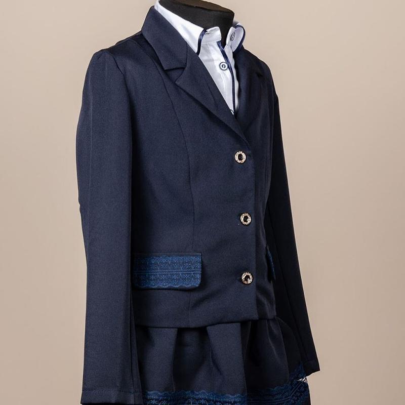 Школьный костюм для девочки двойка - пиджак и юбка, синий с гипюр - Фото 2