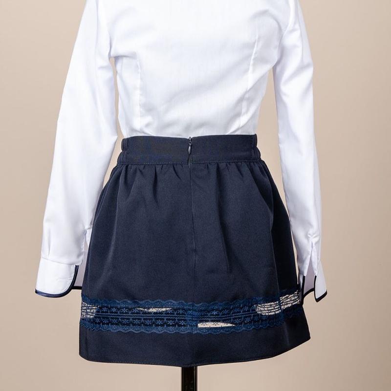 Школьный костюм для девочки двойка - пиджак и юбка, синий с гипюр - Фото 5