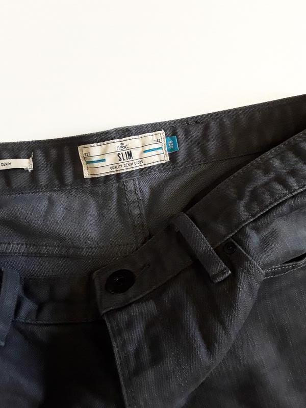 Фирменные джинсы слим - Фото 5