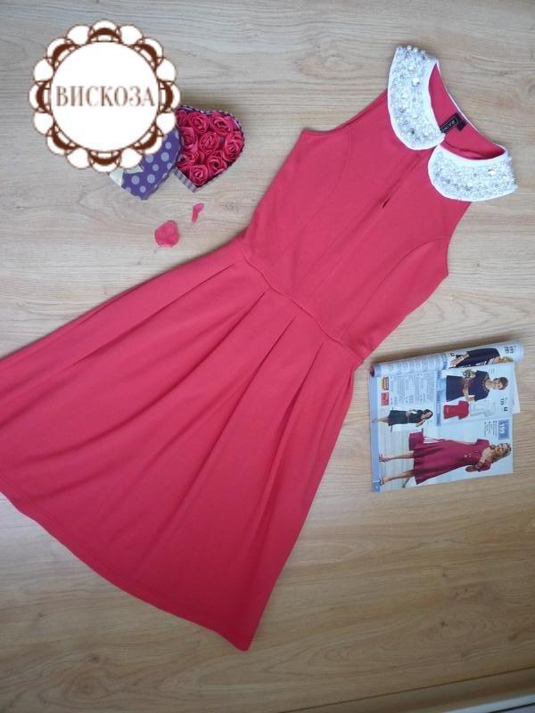 Красное платье с эффектным воротничком / rainbow