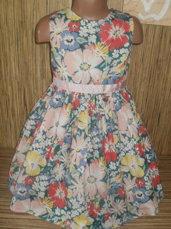 Платье с цветочным рисунком на 7 лет