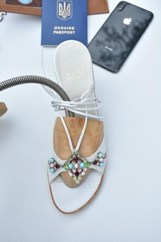 Stuart weitzman оригинал!! женские босоножки с камнями размер 39