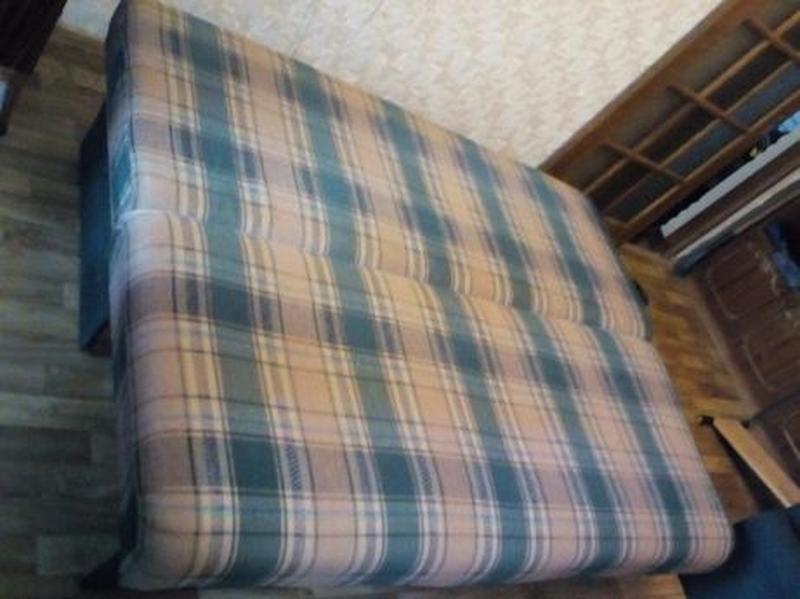 Фешенебельный диван 200 х 150 x 45 см