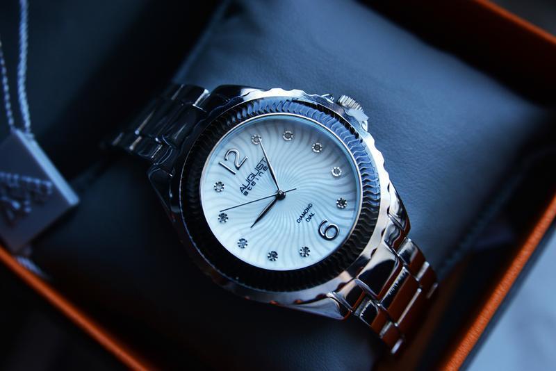 Скидка, расспродажа! женские часы с бриллиантами. подарок девушке