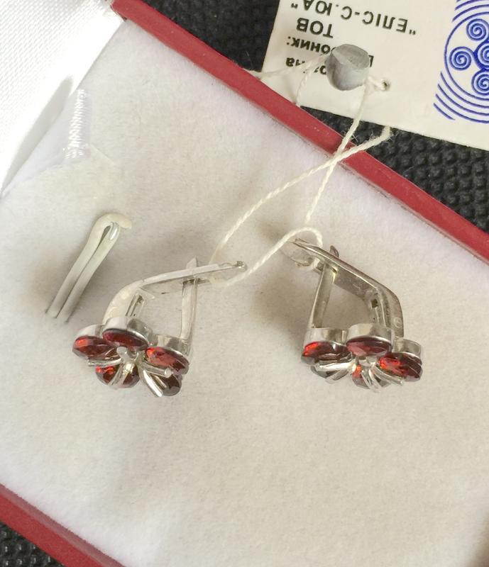 Новые красивые родированые серебряные серьги с гранатом серебр... - Фото 3