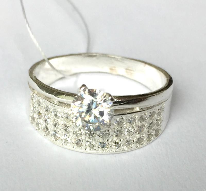 Новое серебряное кольцо с куб.цирконием серебро 925 пробы