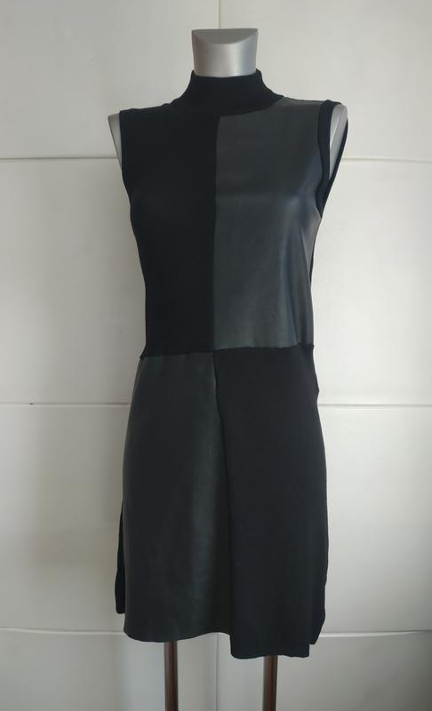 Стильное платье stradivarius с вставками из искусственной кожи.