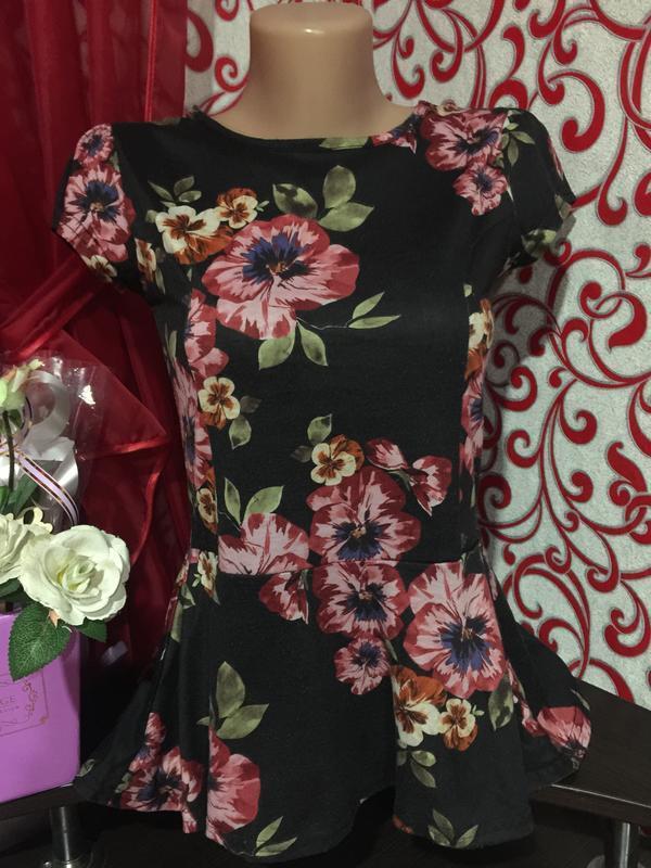 *красивая футболочка в цветочный принт с баской на 46 р* - Фото 5