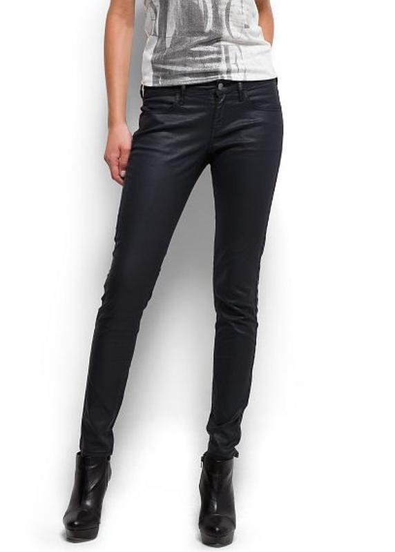 Суперовые стрейчевые джинсы скинни с легкой пропиткой под кожу...