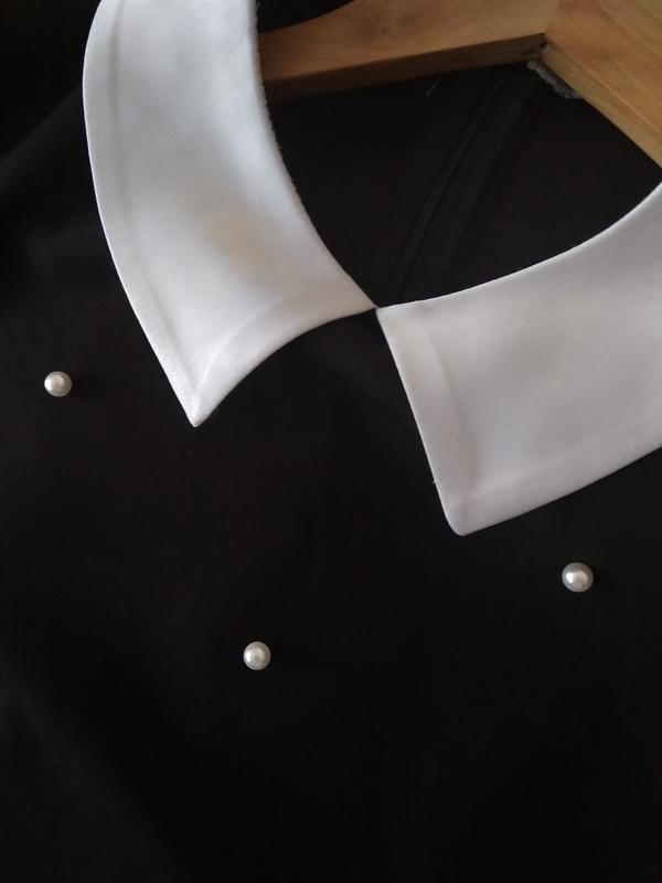 Платье чёрное с белыми бусинками