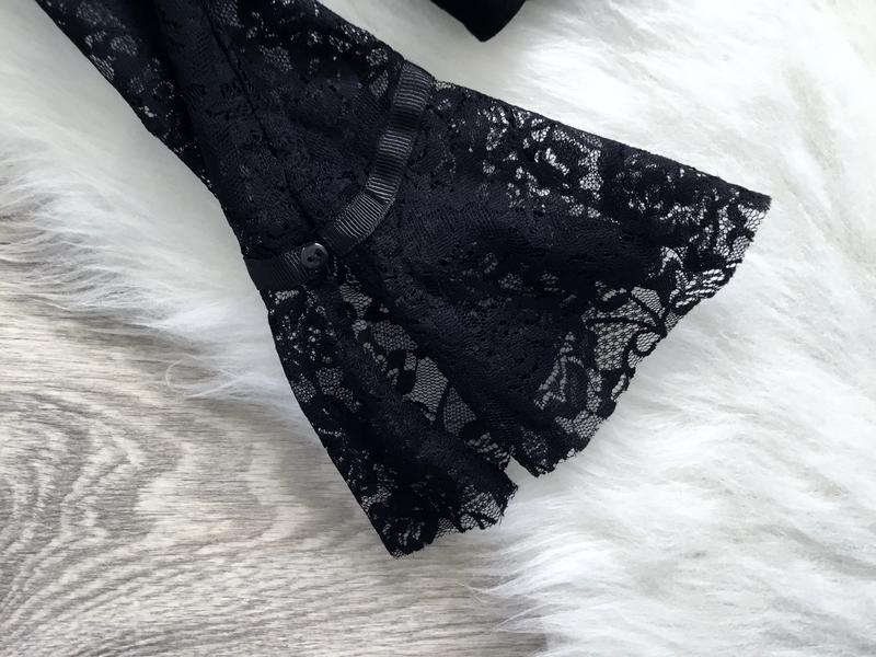 Блуза с открытыми плечами и воланами на рукавах - Фото 4