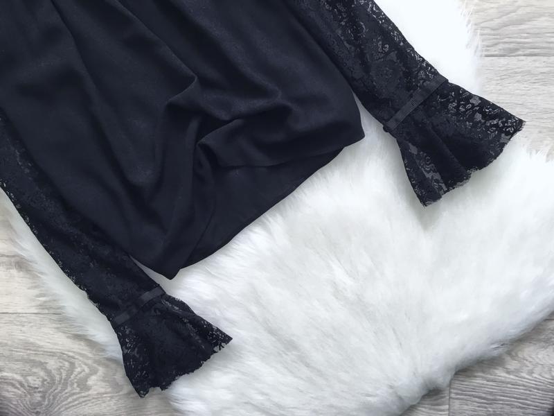 Блуза с открытыми плечами и воланами на рукавах - Фото 5