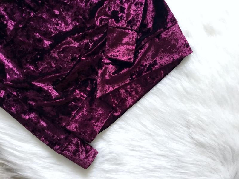 Бархатный свитшот цвета марсала с рюшами в зоне декольте - Фото 4