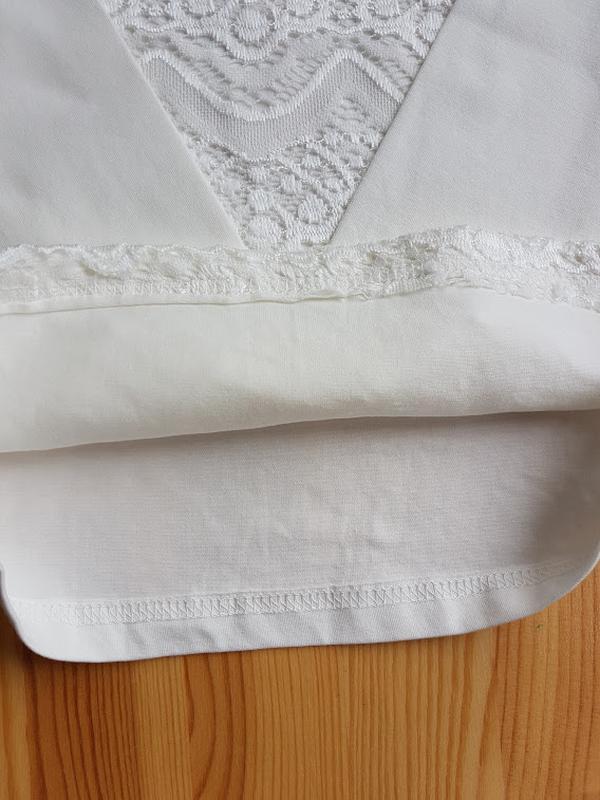 Нарядная блузка в школу с жабо и брошкой р.116-146 - Фото 4