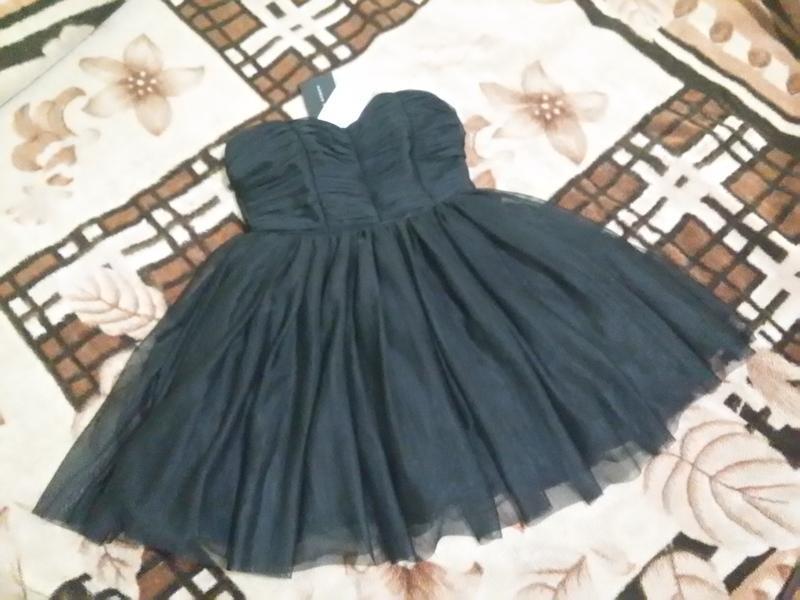 Черное мини платье без бретелек фатин модное стильное xs-s