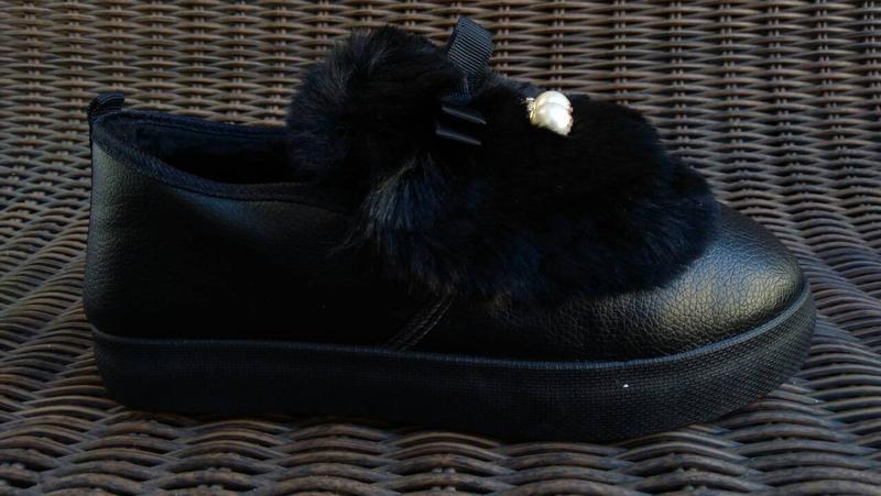 Женские теплые слипоны ботинки короткие угги с мехом черные ав... - Фото 4
