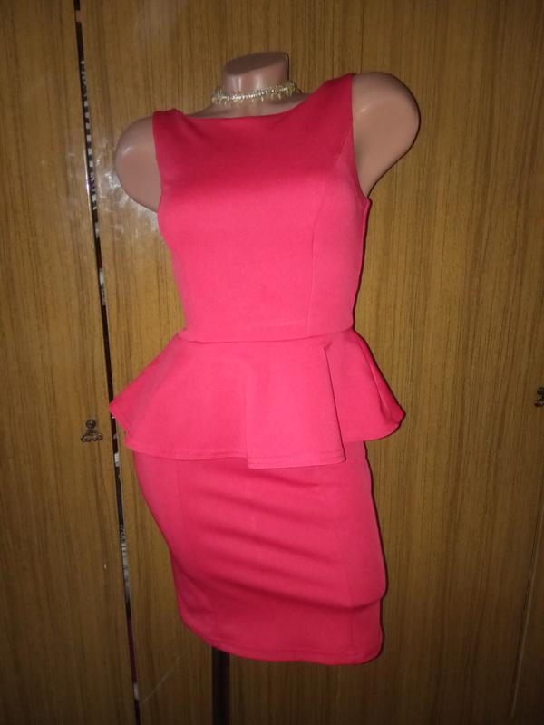 Нарядное платье-утяжка с баской