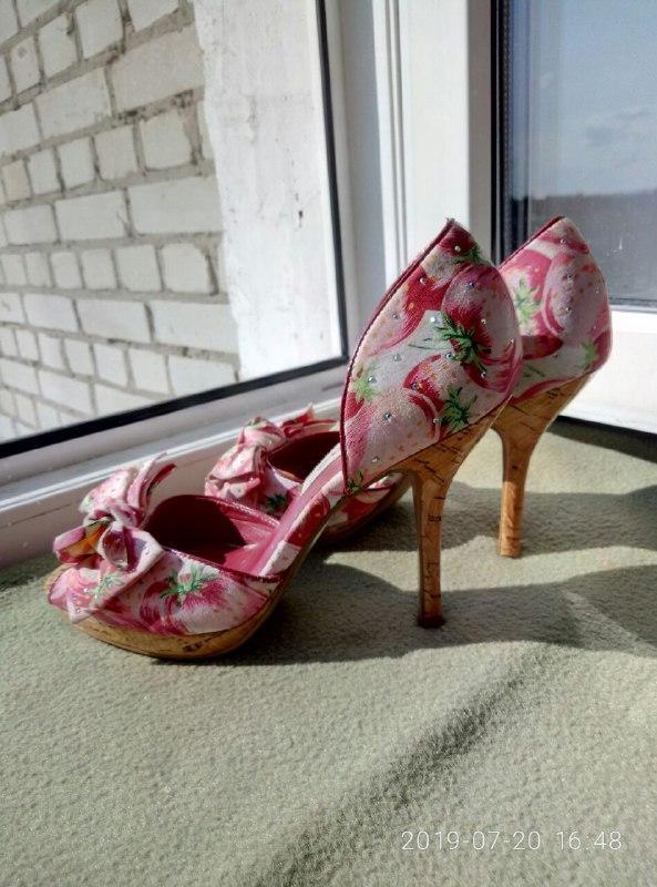 Босоножки туфли туфельки клубничный принт камушки стразы банти...