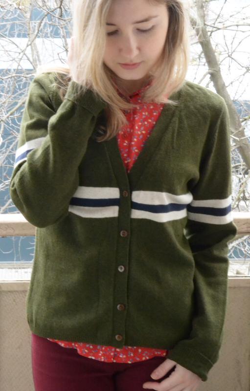 Кофта с длинным рукавом на пуговицах темно-зеленого цвета с че...