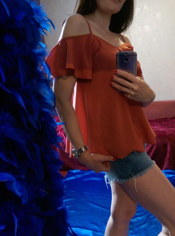 Суперцена! топ,стильная блузочка с оголенными плечиками и рюшей