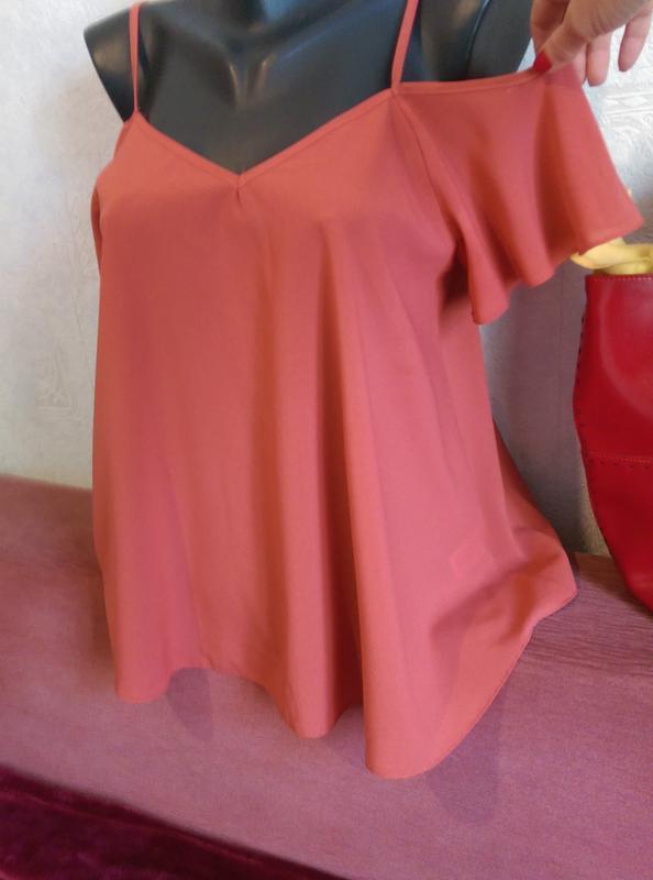 Суперцена! топ,стильная блузочка с оголенными плечиками и рюшей - Фото 4