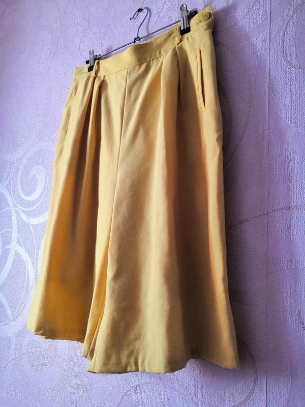 Яркие желтые шорты, винтаж, ретро