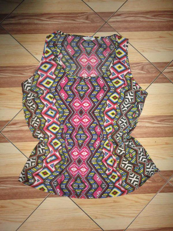 Яркая блуза в ромбы