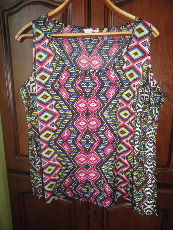 Яркая блуза в ромбы - Фото 2