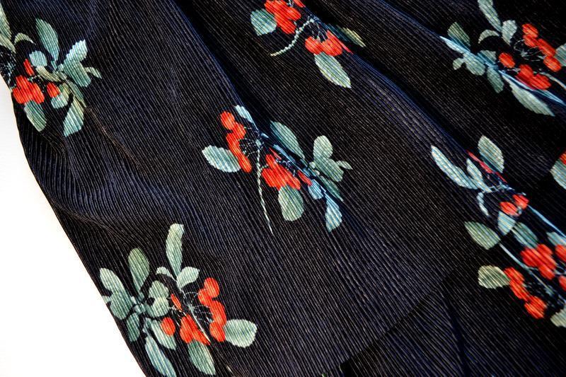 Трендовая черная юбка плиссе в цветах и с воланами - Фото 4