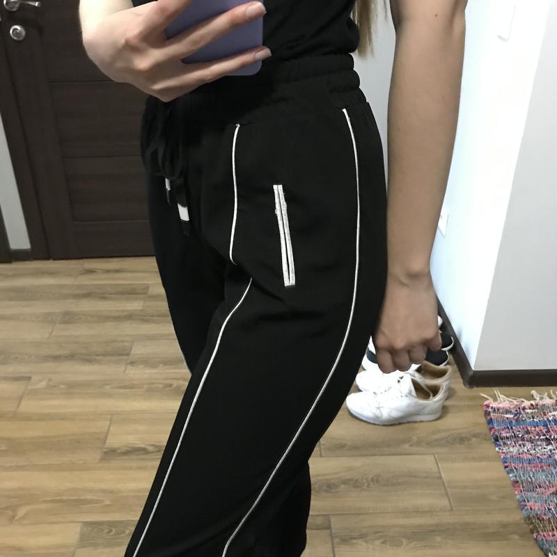 Базовые брюки с завязками - Фото 2
