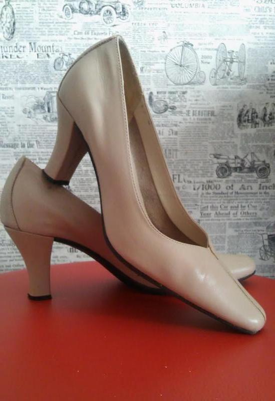 Легкие кожаные туфли на устойчивом каблуке