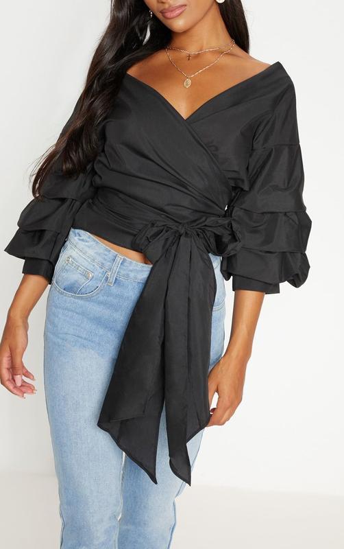 Шикарная черная блузка на запах с объемными рукавами - Фото 2