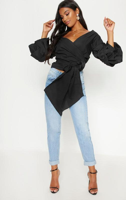 Шикарная черная блузка на запах с объемными рукавами - Фото 4