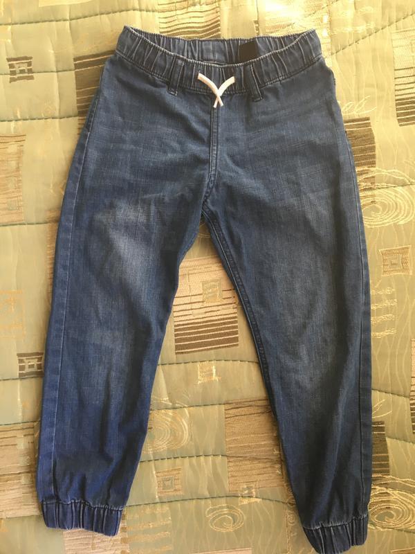 Легкие джинсы для мальчика hm 6 7 лет 116 122