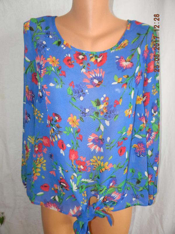 Шифоновая блуза с ярким принтом