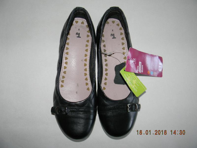 Кожаные новые  туфли tu